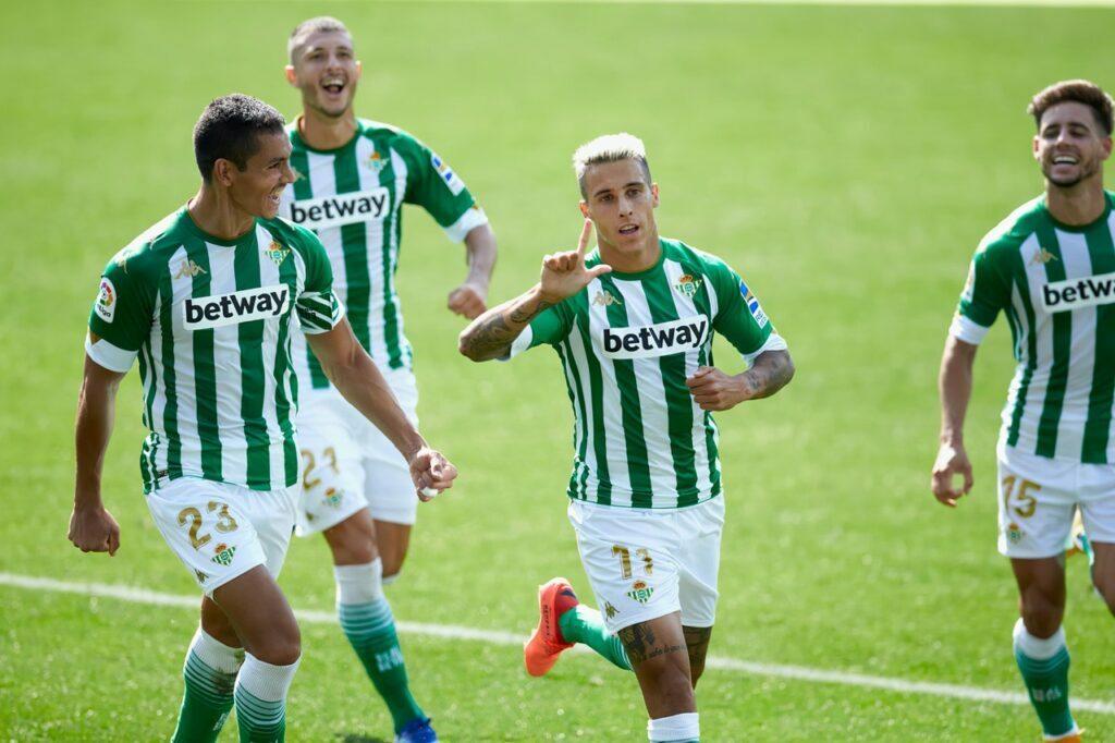 Cristian Tello celebrando el gol del Betis contra el Alavés en el Estadio de Mendizorroza | Fuente: Real Betis Balompié